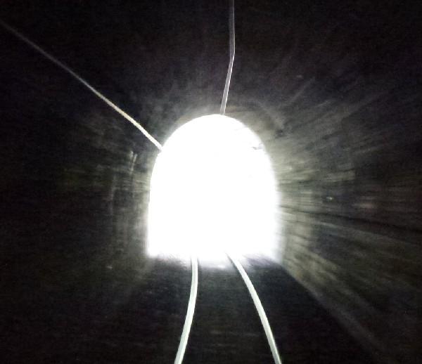 Die tunnel for Lampen aus es schlafen alle leute